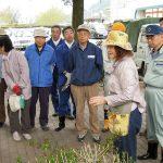 ボランティアの皆様と、JR茅野駅 西口駅前花壇の植栽のお手伝いをしました。