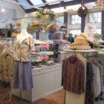 「バラ色の暮し」蓼科本店 セール開催中 秋に向けてのファッションも入荷中