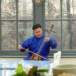馬頭琴の演奏を聴きながらランチやアフタヌーンティーをお楽しみください