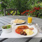 朝のガーデンで優雅に朝食を。期間限定モーニングメニューは8/17まで