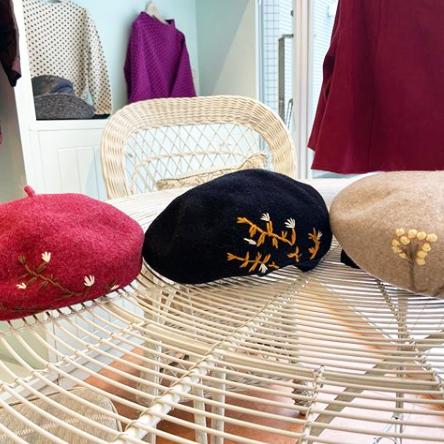 バラ色の暮し ベレー帽