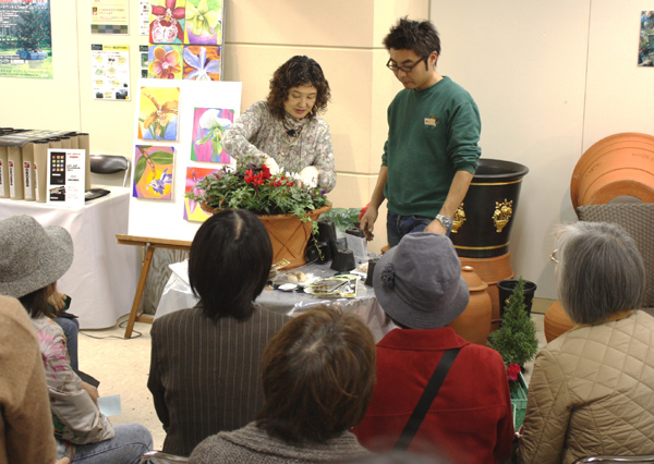 Kay Yamada making X'smas container garden.JPG