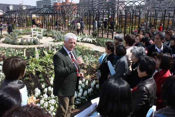 glyn jones doing garden tour.jpg