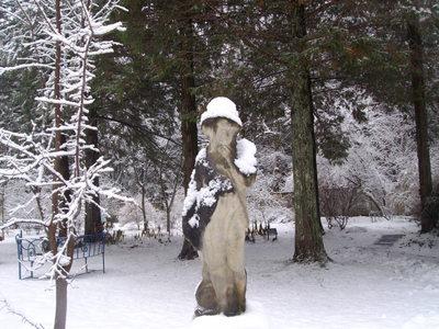 ブルーガーデンの石像.JPG